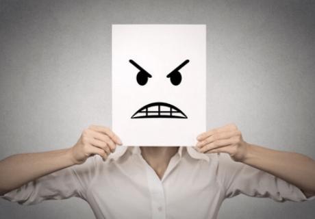 Os benefícios de diminuir a crítica negativa perante a vida