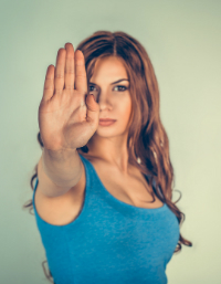 Saiba como reduzir as vozes negativas na sua cabeça
