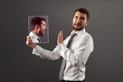 Os terríveis danos que a autocrítica provoca no corpo e mente